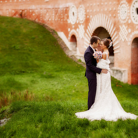 Wedding Photo. Bride and groom. Tsaritsyno park