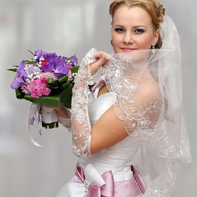 The bride with a bouquet of flowers
